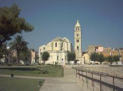 7 - Barletta. La cattedrale di Santa Maria Maggiore si erge in un punto nevralgico della città di Barletta, al confine tra l'antico borgo di Santa Maria e il Castello Svevo.