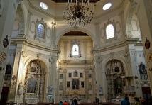 133 -Lecce. Interno della chiesa del Rosario o di San Giovanni Battista. La pianta a croce greca, affiancata da cappelle di famiglie baronali,