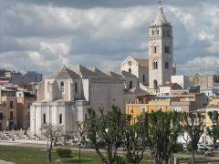 8 -Barletta. La_Cattedrale__vista_dal_castello_