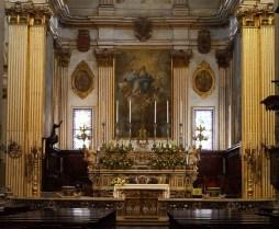 93 - Lecce. Il Duomo. Il sontuoso altare maggiore dedicato all'Assunta pervenne a duomo per volontà del vescovo Scipione Sersale (1744 – 1751), che commissionò personalmente l'opera a uno dei migliori maestri marmorari napoletani, il De Martina.