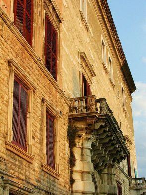 5 - Andria . Palazzo Ducale (residenza fortificata rimaneggiata nel XVI secolo);
