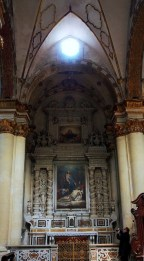 102 - Lecce. Il Duomo. L'ultima cappella, che si incontra percorrendo la navata destra dall'ingresso principale, venne costruita nel 1658 da Don Pompeo Paladini. Cappella dell'Addolorata