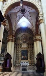 104 - Lecce. Il Duomo. Posta sulla navata destra, frontalmente a quella di San Fortunato, si trova la cappella di San Giusto, compatrono della città di Lecce.