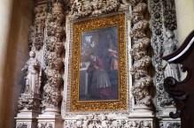 """107 - Lecce. Il Duomo. Dettaglio del dipinto, pala d'altare, """"San Carlo Borromeo in adorazione della croce"""", olio su tela. Datazione: fine XVI secolo – inizio XVII secolo.Autore: Del Fiore Antonio, ambito salentino"""
