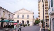 34 -Foggia,_teatro_giordano. I lavori per la costruzione del Teatro Comunale a Foggia iniziarono nel 1825 e terminarono nel 1828, anno in cui fu inaugurato ed intitolato al re Ferdinando.