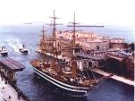 38 -Taranto, ponte aperto nel passaggio delle navi