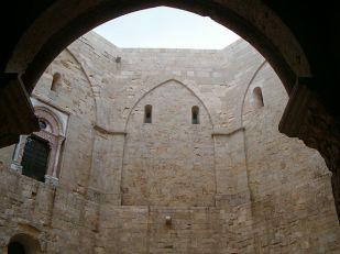 53 - Andria-Castel Del Monte,Accesso al cortile