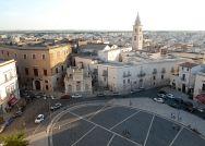 4 - Andria - Piazza Vittorio Emanuele (già piazza Catuma così chiamata perché sotto di essa vi sono delle catacombe