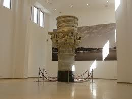 48 - Brindisi. Capitello Originale della Colonna Romana in Palazzo Granafei-Nervegna