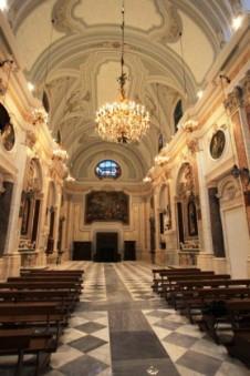29 -Foggia,_Cattedrale Beata Maria Vergine Assunta in cielo. Di particolare interesse è la Cappella dell' Icona Vetere, realizzata nel 1672 che custodisce l' icona bizantina che, secondo la tradizione, sarebbe stata rinvenuta al fondo di uno stagno nel 1073.