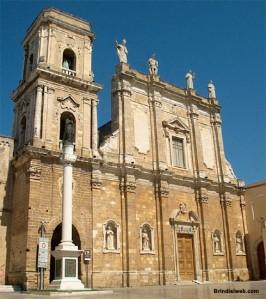 53 -Brindisi. Affianca la cattedrale da un lato il campanile ultimato nel 1795 e dall'altro l'episcopio ed il palazzo del Seminario, iniziato nel 1720 utilizzando i materiali prelevati dalla demolita Basilica di San Leucio.