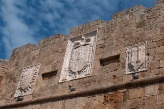 20 -Brindisi. Gli stemmi di Ferdinando Alarcon, Carlo V e della città