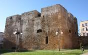 26 -Brindisi. Bastione . Il lato sud del torrione visto dal piano esterno inferiore (via Bastioni S.Giacomo)