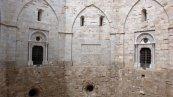 51 - Andria-Castel Del Monte, interno al cortile