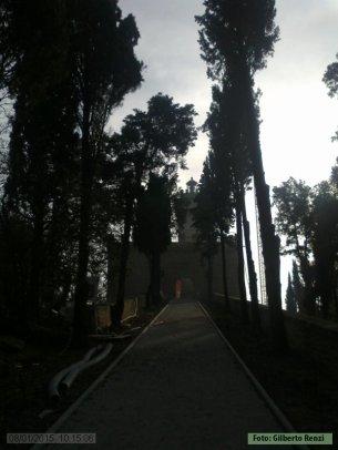1 - Il Castello di Rocca delle Caminate, Viale per d'ingresso.
