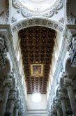 37 -Lecce. Basilica di Santa Croce, interni, particolari della navata centrale.