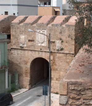 19 -Brindisi. Porta Lecce vista dalle mura