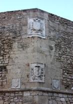 7 -Brindisi. Particolare della facciata. Stemmi di Carlo V, di Pietro di Toledo e in basso queli di Giovan Battista Loffredo