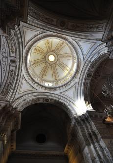 160 -Taranto. Chiesa del Carmine, interno dettaglio.