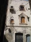 41 - Trani. Casa de Agnete. Costruita nel 1283 sull'attuale via ognissanti da Nicola Lombardo, figlio di Giovanni De Agnete, e' il piu' antico edificio civile esistente in città ed integra nella sua facciata.