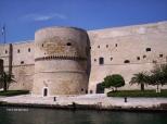 14 -Taranto. Un torrione del castello Aragonese