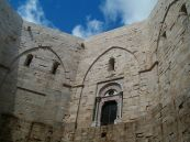 52 - Andria-Castel Del Monte, Vista del cortile interno