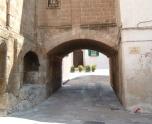 21 -Ostuni. Il bottice che conduce al retro della cattedrale