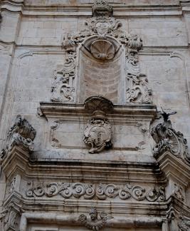 27 - Ostuni_-_Chiesa_di_San_Vito_martire_-_particolare_sul_portale