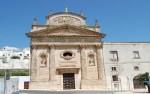30 -Ostuni - La chiesa del Carmine con la sua elegante facciata neoclassica spicca alla base della candida città bianca di Ostuni.