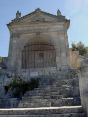 78 - Ostuni. Santuario di Santo Oronzo. Dettaglio della fonte miracoloso.