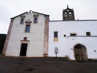 51 -Ostuni. Santuario di Sant'Oronzo. La facciata è a forma di parallelepipedo con timpano spezzato mistilineo al centro dal quale s'innalza una croce in pietra.