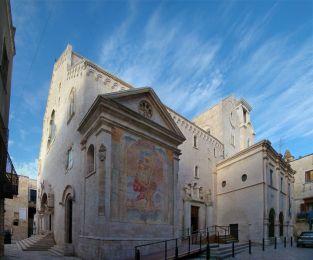 13 - Bisceglie. La chiesa di San Pietro apostolo è il duomo di Bisceglie e concattedrale dell'arcidiocesi di Trani-Barletta-Bisceglie. La Cattedrale anche se ha subito diverse trasformazioni, fu fondata, , nel 1073 dal normanno Pietro II Conte di Trani.