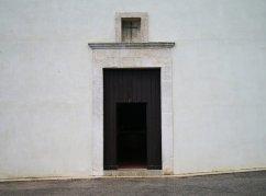 53 -Ostuni. Santuario di Sant'Oronzo dettaglio del portone.