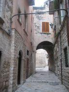 50 - Bisceglie_Centro_storico_un arco medioevale
