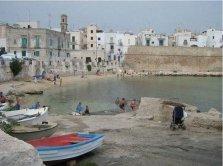 61 -Monopoli. Cala Porta Vecchia, è la prima spiaggia a sud della città.