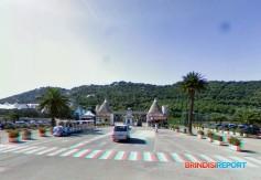 66 - Fasano. L'ingresso dello Zoo safari di Fasano.Alle pendici della Selva, a tre chilometri di distanza, dalla città. Il primo zoo safari d'Italia e il terzo d' Europa, che offre la particolarità di osservare gli animali in libertà, percorrendo il parco con la propria automobile.