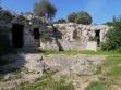 125 -La cripta, nelle vicinanze di Masseria Monacelli, è ubicata all'inizio della lama. Sulla sua sinistra si trova un'altra grotta più piccola, con un pozzo centrale, probabile abitazione per il custode della chiesa.
