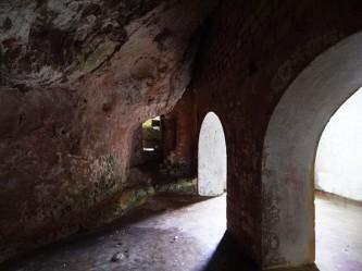 97 - Santuario-san-Biagio-Ostuni_Sotto la chiesa vi è una cripta, molto probabilmente affrescata, non più praticabile. Sulla cripta venne eretta una chiesa, poi un convento, come apprendiamo da un documento del 1148.