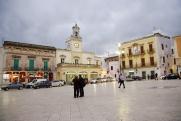 3 - Fasano - Piazza Ciaia. la piazza essendo la principale del paese ospita spesso manifestazioni musicali e spettacoli.