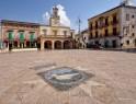 10 - Fasano - Piazza Ciaia. In fondo la torre dell'orologio.