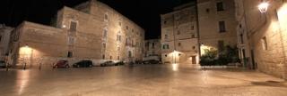 28 -Monopoli. Piazza Palmieri. La più antica piazza, cuore del centro storico della città di Monopoli.
