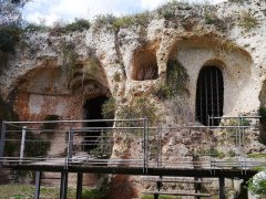 114 -Fasano. Chiesa di Lama D'Antico. Porta di accesso con finestra.