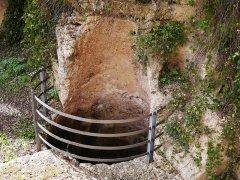 115 -Fasano. Chiesa di Lama D'Antico.-Cisterna per la raccolta dell'acqua piovana sul lato destro della porta dellachiesa.