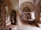 116 -Fasano. Chiesa di Lama D'Antico. La pianta è rettangolare divisa in due navate da una serie di pilastri archeggiati.