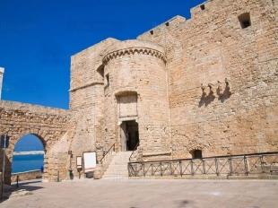 13 -Monopoli-Castello-carlo-v. Il castello Carlo V di Monopoli, è un fortilizio cinquentesco edificato durante la dominazione spagnola della città.