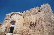 14 -CastellocarloquintoL'accesso al castello dal lato di terra, si notino le cannoniere sugli spalti rivolte verso la città