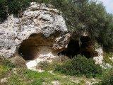 97 -Fasano. Una delle grotte che compongono il villaggio rupestre -