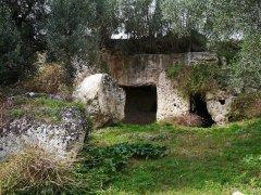 105 -Fasano. Esterno di una grotta – abitazione