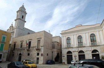 28 - Molfetta_ Piazza Municipio _Villa comunale Giuseppe Garibaldi.