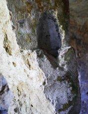 137 -Acquasantiera scavata nella pietra